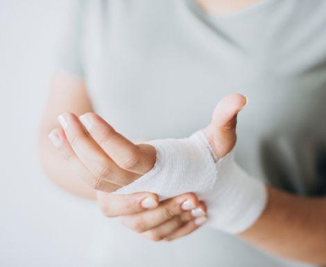 Як швидко зупинити кров при порізі?