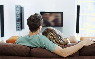 вечірній перегляд телевізора може нашкодити вашому сну