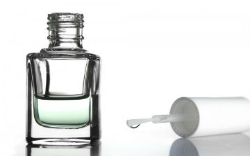 Прозорий лак навіть лікує від укусів комах