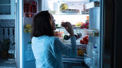 Найгірші продукти для перекусу перед сном назвали лікарі