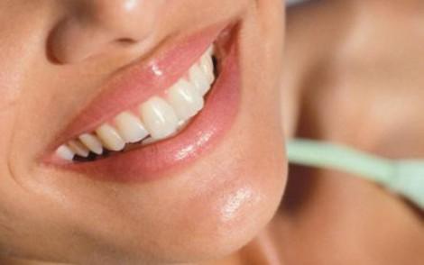 не використовуйте гострі предмети для чищення зубів - ви можете пошкодити ясна