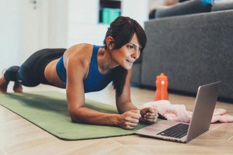 Карантинний фітнес: кілька корисниї вправ (ВІДЕО)