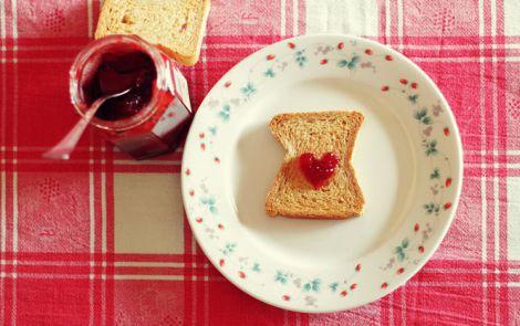 Хліб з варенням - улюблена страва дитинства