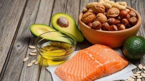 Чому не варто відмовлятись від жирів раціоні?
