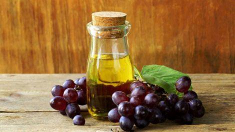 Чому корисно їсти виноград з кісточками?