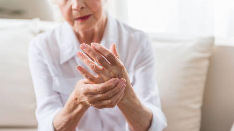 Названо три ключових симптоми артриту