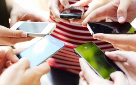 Користування смартфонами може призводити до косоокості