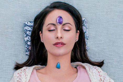 Сон і камінь: 6 кристалів, які потрібні вам для хорошого сну