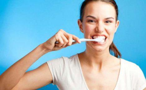 П'ять частих помилок при чищенні зубів