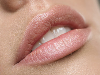 Як відбувається збільшення губ гіалуронкою? (ВІДЕО)