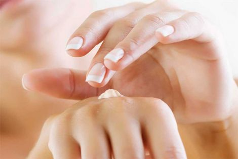 Шкіра рук потребує зволоження навесні
