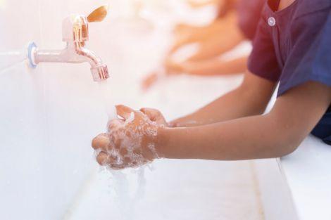 Чверть жителів планети не мають можливості мити руки з милом