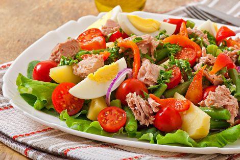 Простий рецепт салату з тунцем