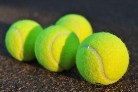 Для масажу можна використовувати звичайний тенісний м'ячик