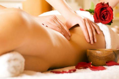 Секрети та користь еротичного масажу