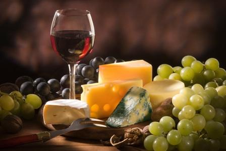 Вино знижує холестерин