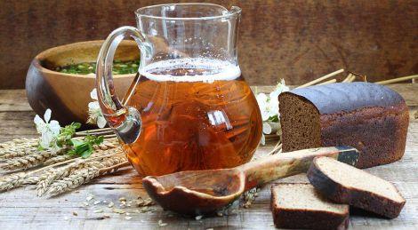 Чому медики рекомендують пити чайний квас?