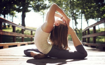 Однією з ключових переваг занять йогою є позбавлення від стресу