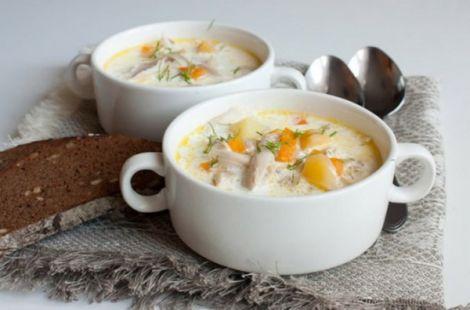 Для супу варто використовувати цілу курку