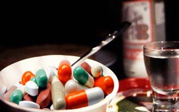 не варто поєднувати алкоголь та антибіотики