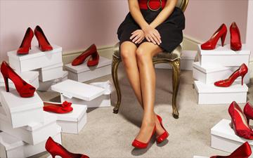 жінки деформують ноги заради туфлів