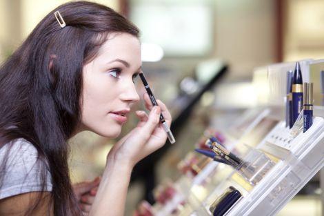 Чому не варто користуватись тестерами у магазинах косметики?