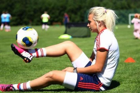 Жінкам не рекомендують займатись футболом
