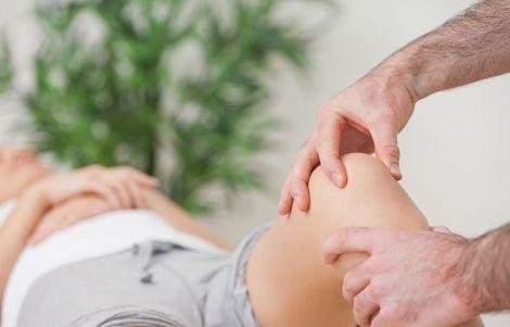 Біль в коліні не варто лікувати самостійно