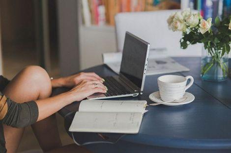 Не лише осанка: чим загрожує неправильна поза при роботі за комп'ютером