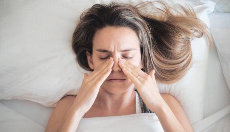 Як заснути з кашлем та закладеністю носа