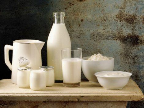 Домашнє кисле молоко сприяє схудненню