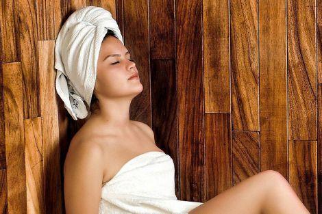 Як очистити шкіру і позбавитися від зморшок за допомогою розпарювання обличчя