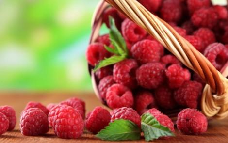 Ягоди малини допомагають зняти спазми