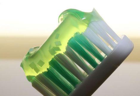 Зубна паста з пептидами від карієсу