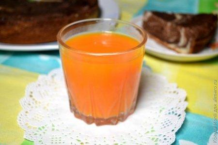 Морквяний сік з імбирем
