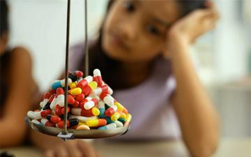 в чому небезпека дитячих ліків