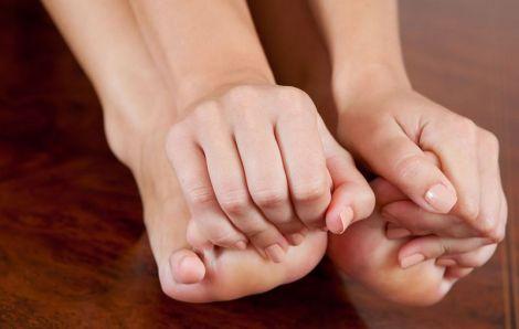 Чому німіють ноги?