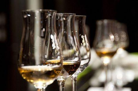 Кардіолог пояснив, як пити алкоголь, щоб він розріджував кров і розширював судини