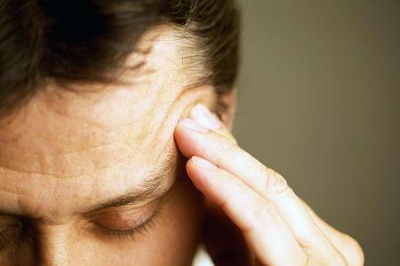 Сильний головний біль з'являється на пізніх стадіях