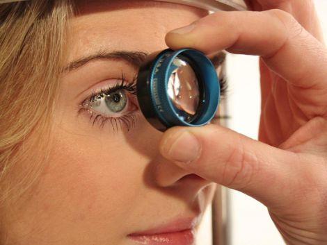 Клей для лікування сліпоти