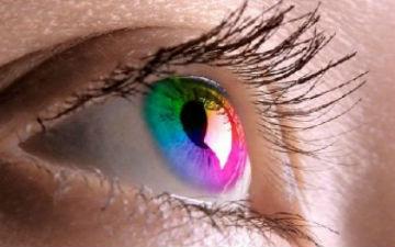 Кольорові лінзи небезпечні для очей