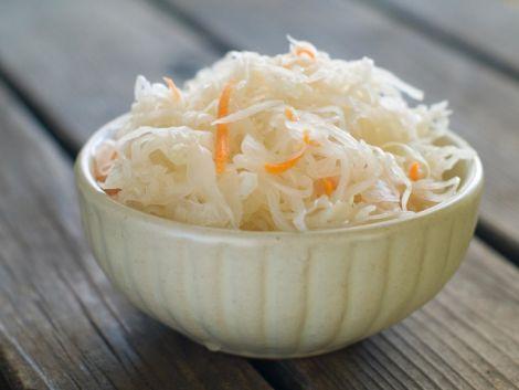 Чому треба їсти квашену капусту?