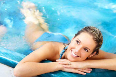 Як захистити шкіру та волосся від хлору в басейні?