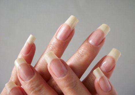 Прискорюємо ріст нігтів