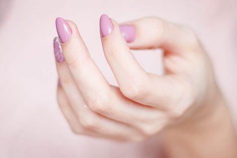 Як лікувати нігті ефірними оліями?