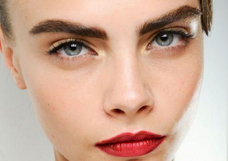 Брови моделі Кари Делевінь стилісти вважають ідеальними
