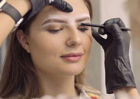 Популярная профессия бровиста