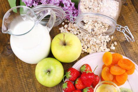 Чому не можна поєднувати фрукти з молоком?