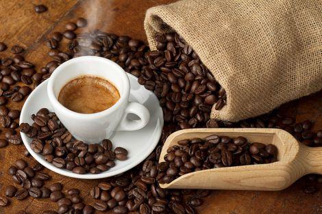 Кава позитивно впливає на перистальтику кишечника