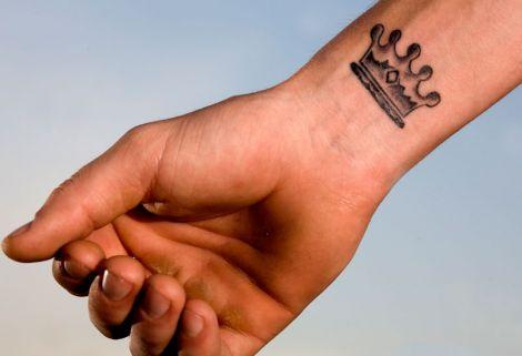 Татуювання на кистях рук виглядатиме не так яскраво